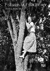 [Frauen auf Bäumen]